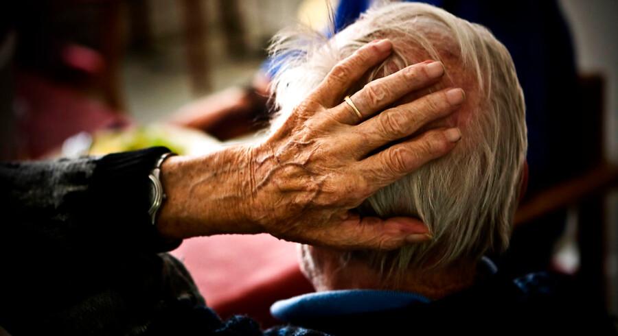 Svage ældre får i mindre grad hjælp til opgaver såsom at støvsuge, lave mad eller vaske sig selv, konkluderer analysen fra Det Nationale Forsknings- og Analysecenter for Velfærd.
