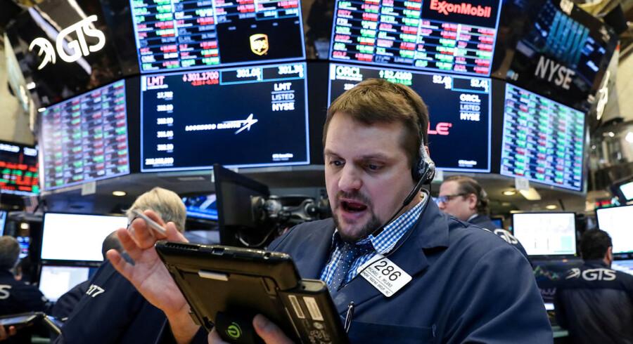 Åh nej - nu vælter aktierne ned. Foto: Reuters/Brendan McDermid/Ritzau Scanpix