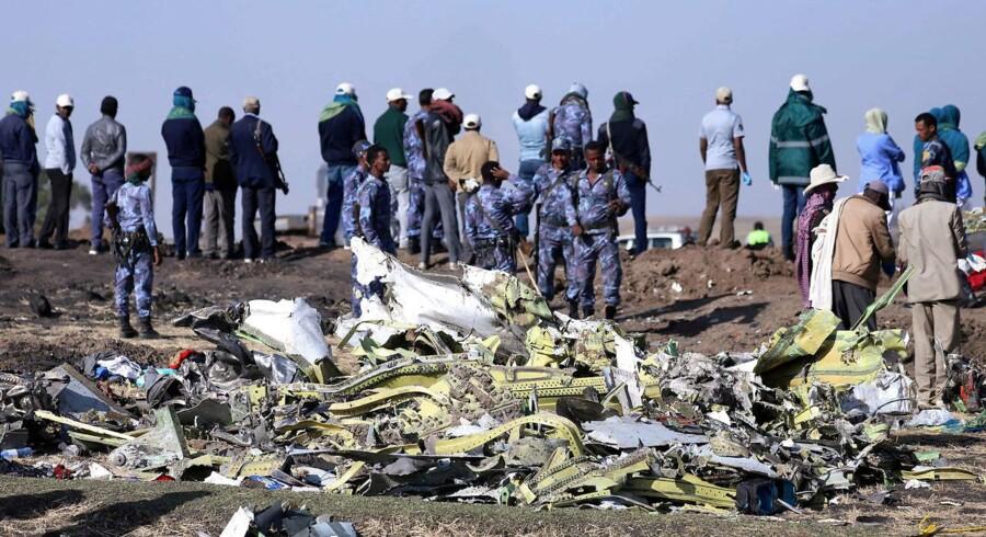 Etiopiske myndigheder arbejder fortsat på at opklare årsagen til, at fly ET302 fra Ethiopian Airlines styrtede ned søndag morgen kort efter afgang nær byen Bishoftu sydøst for Addis Ababa. Alle ombord, 157 mennesker, omkom.