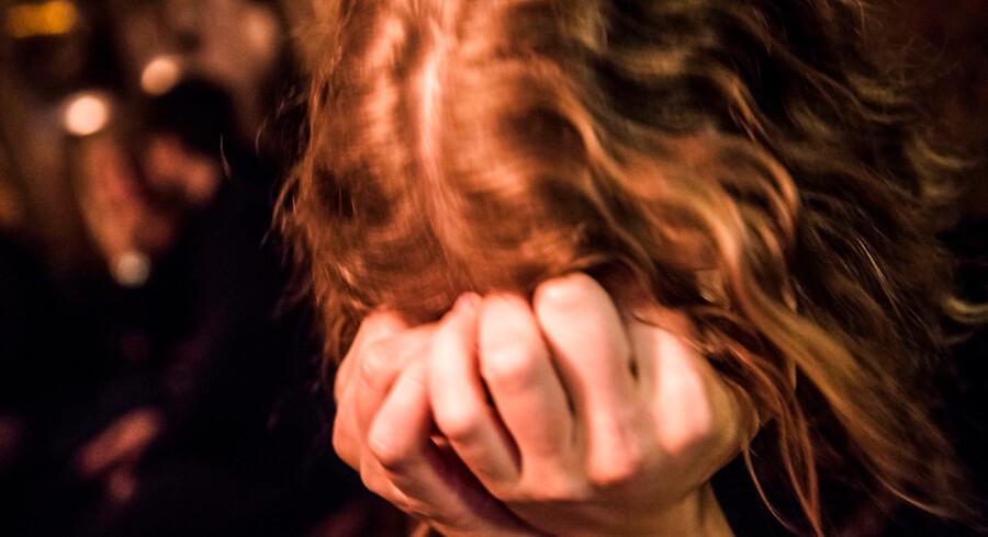 »Hvad er det, der gør, at vi har børn, der ikke kan sove og bliver psykisk syge. Er det, fordi de ikke bevæger sig, men sidder foran en skærm hele dagen?,« spørger formanden for Folketingets sundhedsudvalg Liselott Blixt, som er frustreret over den fortsatte vækst i forbruget af sovemedicin blandt børn og unge.