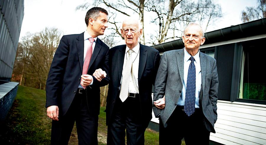 Virksomhedens tre generationer. I midten virksomhedens stifter, Haldor Topsøe, til højre anden generation, Henrik Topsøe og til venstre tredje generation, Jakob Haldor Topsøe, nuværende bestyrelsesformand.