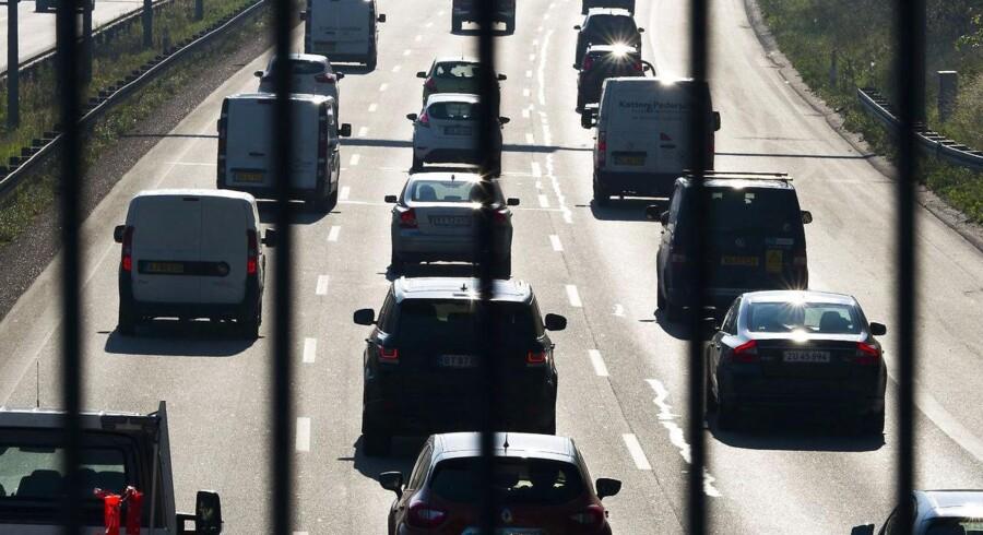 For at komme trængslen på på vejene i hovedstadsområdet vil regeringen og DF bruge godt 14 mia. kr. på ny asfalt frem mod 2030.