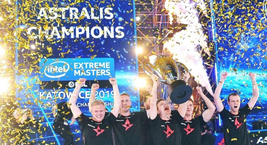 Udover den flotte pokal gjorde sejren i Polen de danske herrer fra Astralis over tre milloner kroner rigere i præmiepenge for deres første plads i turneringen IEM Katowice 2019.