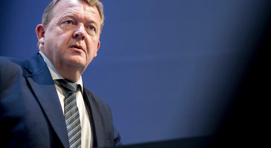 Statsminister Lars Løkke Rasmussen (V) kan konstatere enighed i blå lejr om den nye trafikaftale, og snart ventes en aftale om sundhedsreformen at komme på plads – men et hurtigt valg ser fortsat faretruende ud.