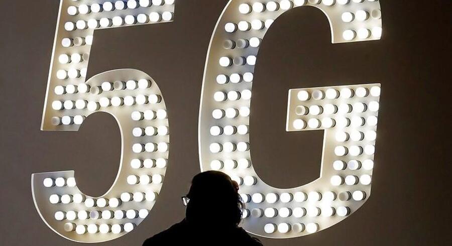 Det er endnu uvist, om danskerne kommer til at betale mere for at få 5G-adgang, når der formentlig i 2020 bliver åbnet for muligheden. Arkivfoto: Toni Albir, EPA/Ritzau Scanpix