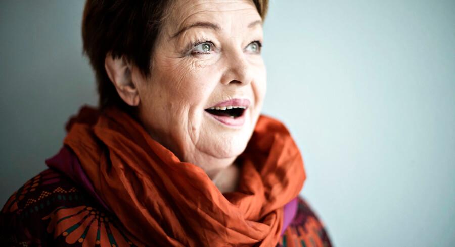 »Personen Ghita Nørby fremstår som en svært utiltalende diva, aldeles berøvet den hjertevarme og latter, hun ellers forbindes med, men scene- og filmkunstneren af samme navn har til gengæld leveret nogle ypperlige præstationer gennem adskillige årtier,« skriver Adam Holm.