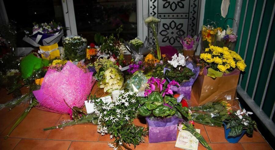 Blomster ligger ved indgangen til Wellington Masjid Moské.
