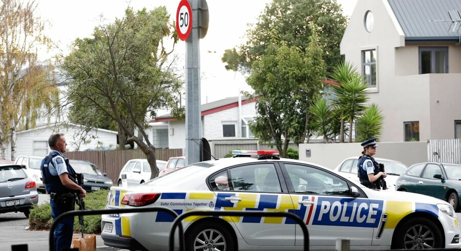 Police officers secure the area in front of the Masjid al Noor mosque after a shooting incident in Christchurch on March 15, 2019. - Attacks on two Christchurch mosques left at least 49 dead on March 15, with one gunman - - identified as an Australian extremist - - apparently livestreaming the assault that triggered the lockdown of the New Zealand city. (Photo by Tessa BURROWS / AFP)