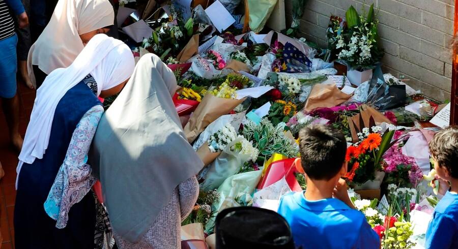 De newzealandske myndigheder sagde tidligt efter angrebet, at det kunne være strafbart at dele den video, som var begyndt at cirkulere på sociale medier. (Photo by Con Chronis / AFP)