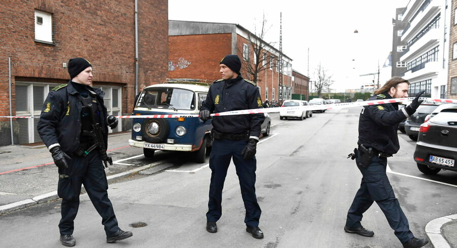 Svært bevæbnet politi foran Københavns Private Gymnasium på Østerbro, mandag den 19. marts 2019.. (Foto: Tariq Mikkel Khan/Ritzau Scanpix)