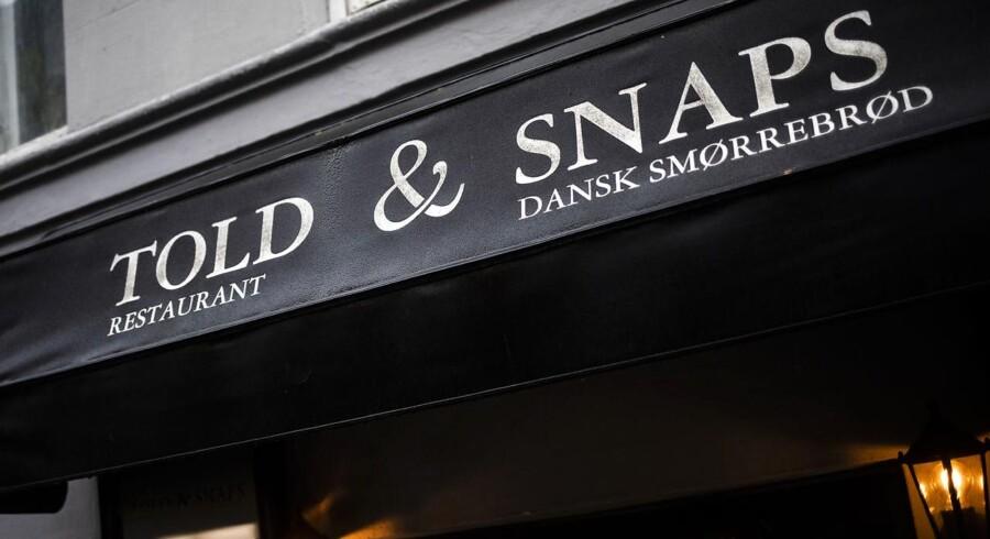 Frokostanmeldelse: Trods en sød version af æbleflæsk holder Told & Snaps i Toldbodgade sin plads i smørrebrødets 1. division.