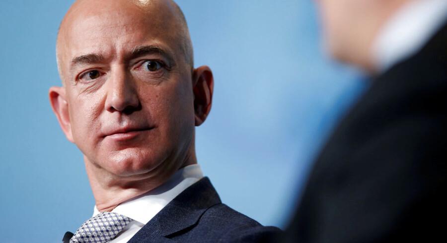 Nu får Amazon-chefen endelig svar på, hvordan der blev lækket sexbeskeder og billeder mellem ham og elskerinden til det amerikanske sladderblad National Enquirer.