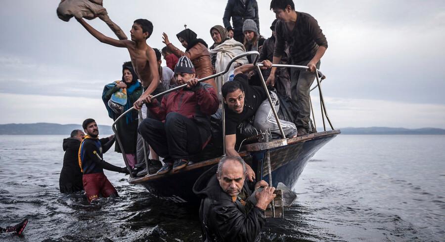 Flygtninge og migranter ankommer til den græske ø Lesbos fra Tyrkiet. Siden en aftale mellem EU og Tyrkiet fra 2016 er trafikken aftaget markant. Men nye problemer er opstået.