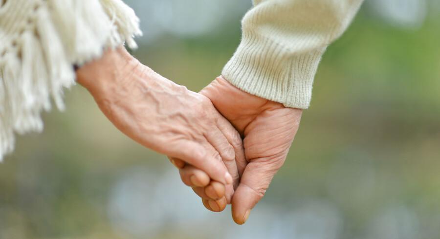 At vi har udviklet strategier gennem et langt liv til at tage nogle af de knubs, tilværelsen også byder os, har ingen betydning, når det handler om sorg og om at miste en ægtefælle. Foto: Iris