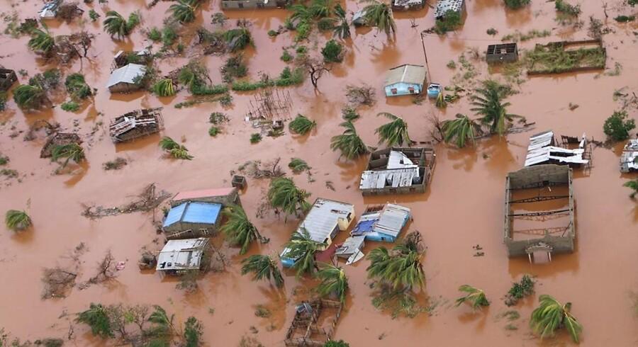 Hundredtusinder er blevet hjemløse, efter at den tropiske cyklon hærgede store dele af Mozambique og druknede landet i rekordstore nedbørsmængder.