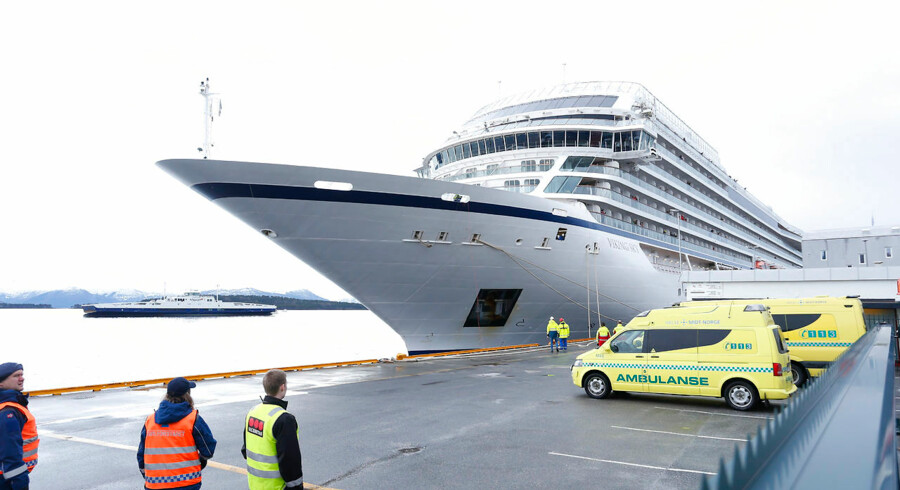 »We made it«, siger en af passagerne ifølge det norske medie NRK, da vedkommende træder i land.
