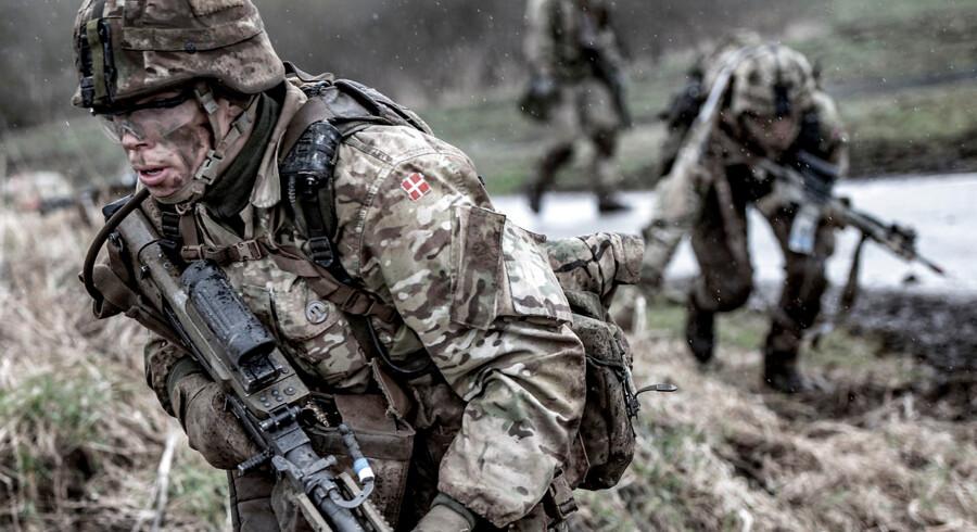 »Hæren er i gang med endnu en stor omstilling og går ikke i utakt. Der er snarere tale om en enkelt pasgænger i en ellers taktfast organisation,« skriver Martin K. Gaarn.