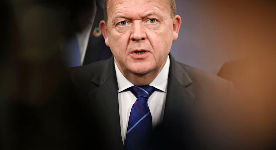 »Man må heller ikke glemme, at Lars Løkke Rasmussens fokus altid især har været afskaffelse af det regionale folkestyre og på at bane vejen for privatisering. Rigsrevisonen påviste for nogle år siden, hvordan han som sundhedsminister overbetalte privathospitalerne,« skriver Mogens Lykketoft.