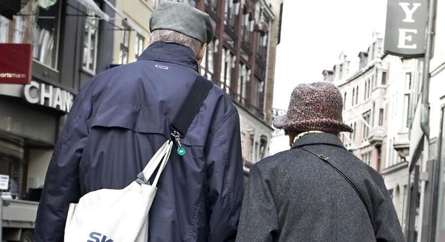 Ældre par på strøget i København.