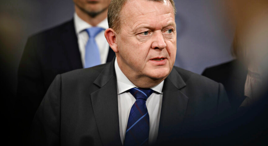 Både statsminister Lars Løkke Rasmussen (V), Mette Frederiksen (S), Kristian Thuelsen Dahl (DF) og Morten Østergaard lægger vejen forbi Sun-Airs hangar, der lægger lokaler til arrangementet.