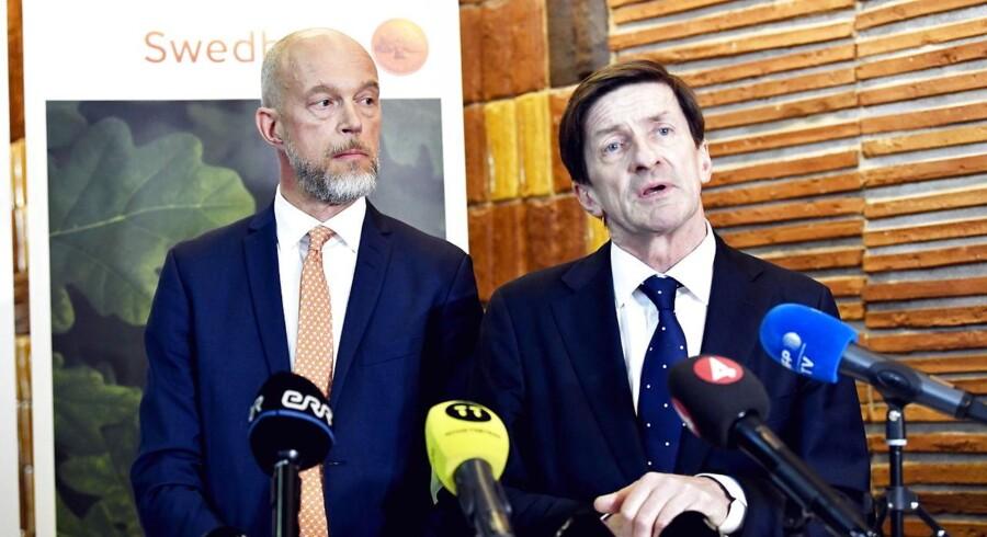 Den svenske storbank Swedbank er kommet i skudlinjen fra både myndigheder og aktionærer efter flere afsløringer om mulig hvidvask i banken gennem Estland.