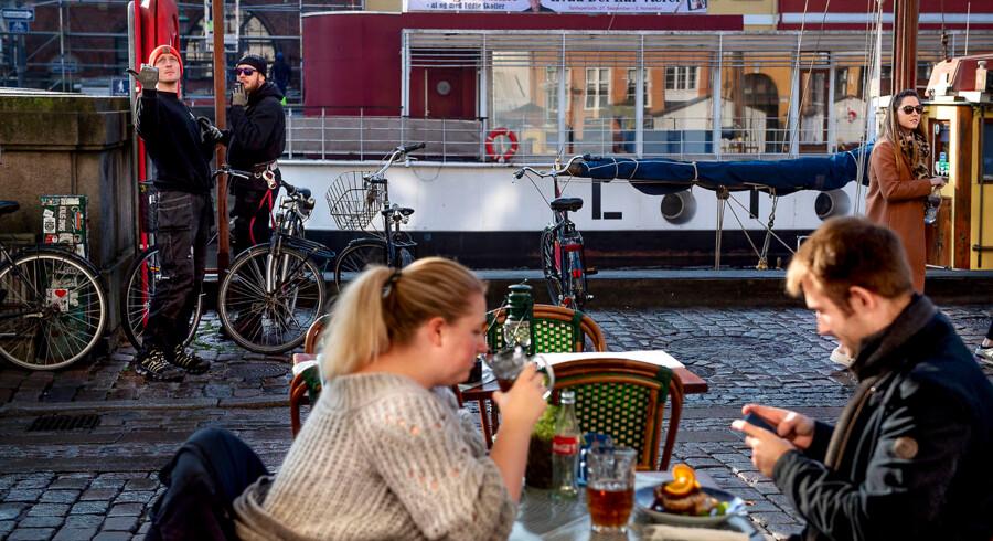 I Nyhavn er nordmændene ofte i flertal, skriver Joacim Lund. Men selv dér kan det være svært at gøre sig forståelig, mener han.