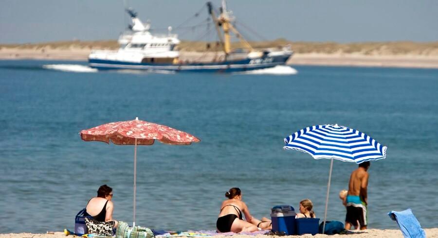 De seneste 20-30 år har Danmark får det meget varmere end i resten af verden, viser tal fra en ny rapport. Her bades der ved Ejsing strand i sommeren 2018.
