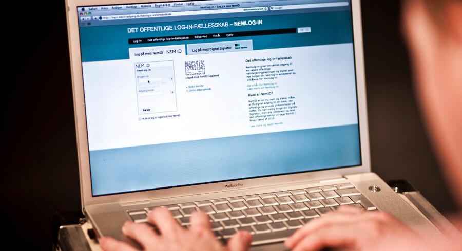 Digitale røvere truer danske bankkunder. Antallet af indbrud i netbanken er stærkt stigende, og nye tal viser, at »skurken« ofte er tæt på offeret.