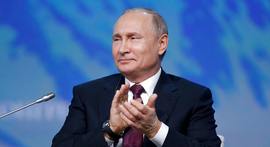 Ruslands præsident ønsker ikke nødvendigvis, at Trump genvinder magten ved præsidentvalget i 2020, siger Vladimir Putin: »Jeg forsvarer ikke præsident Trump. Vi har massevis af uenigheder. Hans regering har indført adskillige sanktioner mod Rusland, og det vil vi aldrig acceptere.«