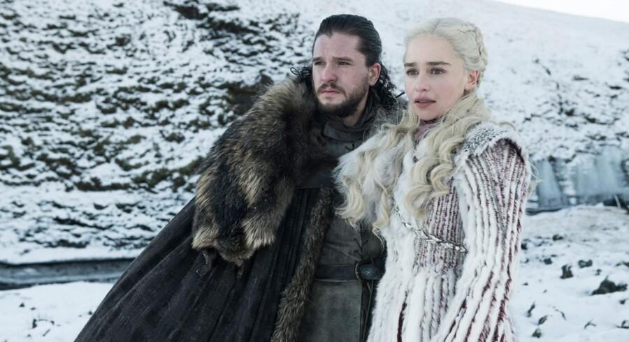 Kit Harington som Jon Snow og Emilia Clarke som Daenerys Targaryen i den ottende sæson af »Game of Thrones«. Foto: Helen Sloan, HBO