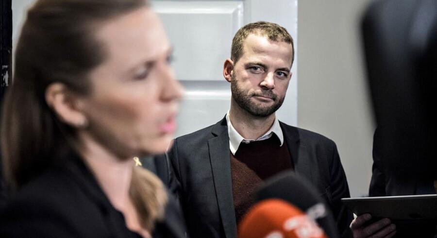 »Det kommende valg vil ikke handle om Lars eller Mette. Men om, hvorvidt det er Dansk Folkeparti eller Radikale Venstre, der bringer en ny regering til magten. Kun med Radikale Venstre kan du være sikker på at få en ny retning. Og vi støtter kun en ny regering, hvis den vil arbejde for bedre og hurtigere integration.«