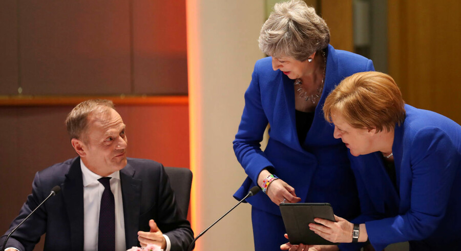 Storbritanniens premierminister, Theresa May, og tysklands kansler, Angela Merkel, taler med Donald Tusk forud for et møde om den seneste udsættelse af Brexit.