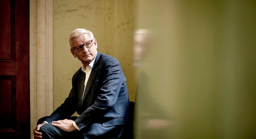 »Nogle frygter en russisk hånd bag beskyldningerne mod de baltiske banker for hvidvask. Det er en kampagne, som har været drevet af Browder, der tjente en formue i 1990ernes russiske jungleøkonomi, og som nu kalder sig selv for 'Putins fjende nr. 1.' Sveriges forhenværende statsminister Carl Bildt advarer mod, at Kreml kan have en finger med i spillet,« skriver Flemming Rose. På fotoet er det Carl Bildt.