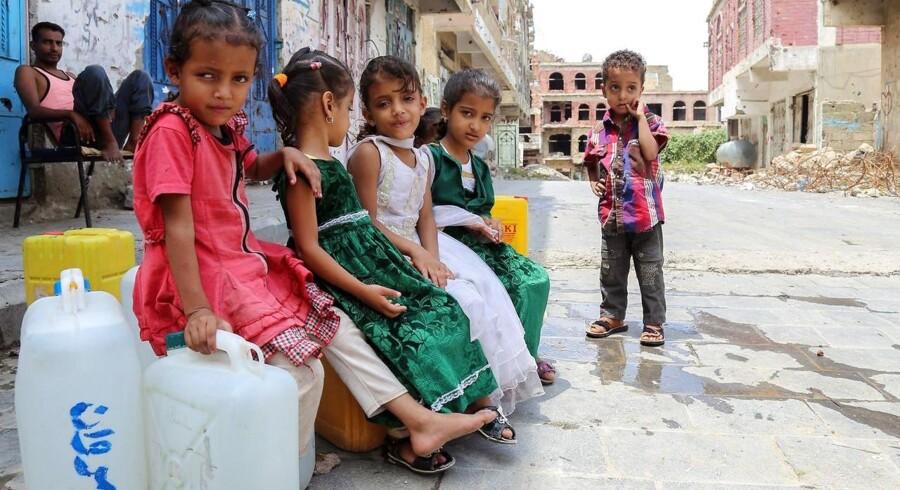 I 2018 indsamlede vi over 13,6 millioner kroner via SMS. Det svarer alene til, at 272.000 børn kan få mad i en måned i lande som Syrien og Yemen. Billede af børn i Yemen. Foto: Ahmad AL-BASHA / AFP / Ritzau Scanpix.