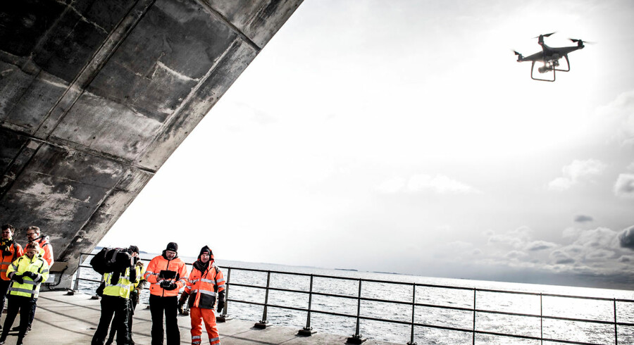 Selskabet bag driften af Storebæltsbroen, Sund & Bælt, har tidligere anvendt droner til at tage billeder af broens betonfundament for bedre at kortlægge dens vedligeholdelse. Nu vil selskabet i samarbejde med Microsoft Danmark gøre broens betondata til den nye danske eksportvare.