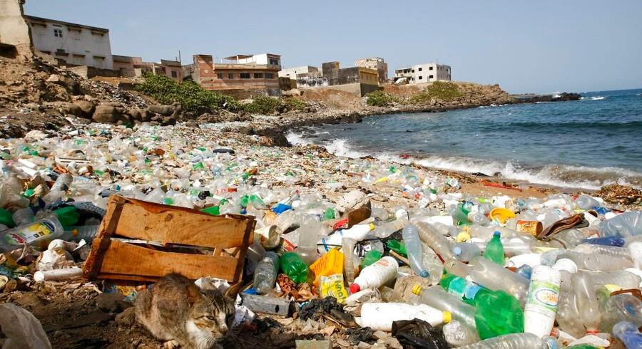 Lad os undlade at henkaste affald nogen som helst steder. Lad os rydde op efter os selv alle steder, hvor vi færdes, så vi bliver et fuldstændig rent land, til gavn for os selv og naturen, skriver Mogens Nørgaard Olesen.