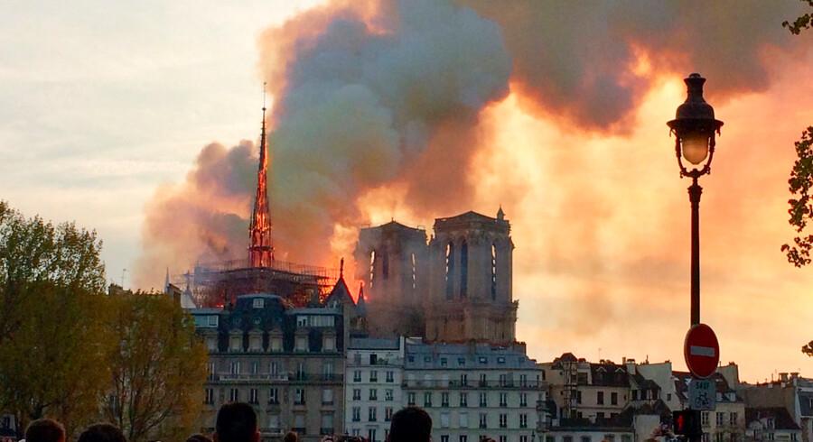 Inden for fem år skal Notre Dame ifølge præsidenten være genopbygget. Internationale arkitekter skal hjælpe.