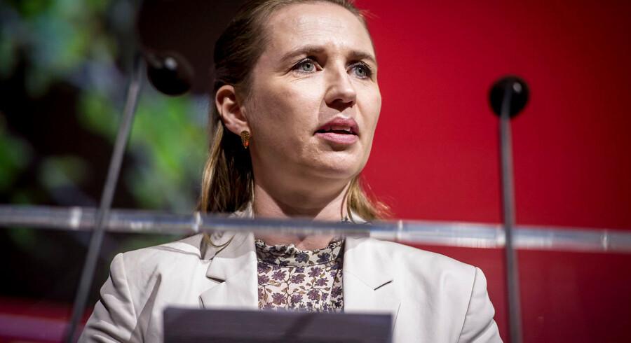 Slutteligt i videoen vises et stillbillede af Mette Frederiksen med teksten: »Kære Mette, vær nu bare ærlig om, at du vil lempe udlændingepolitikken.«