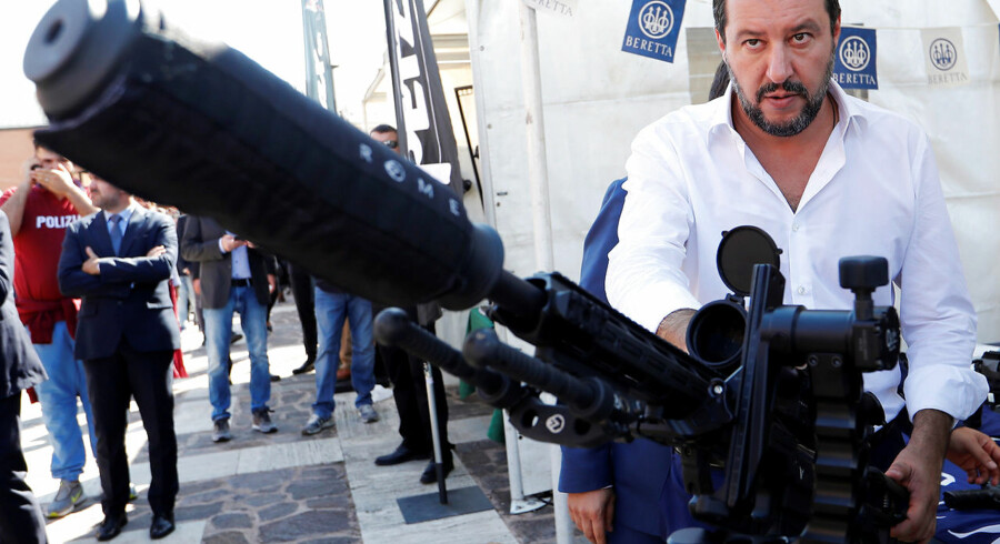 Italian Interior Minister Matteo Salvini stands next to a sniper rifle during a visit to celebrate the anniversary of the Central Security Operations Service (NOCS), a SWAT team of the Polizia di Stato in Rome, Italy October 10, 2018. REUTERS/Remo Casilli TPX IMAGES OF THE DAY