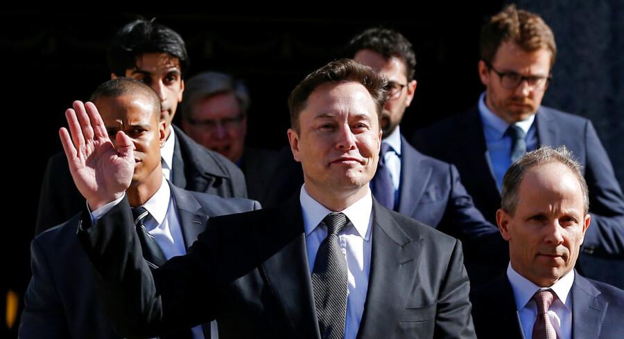 Elon Musk har udmeldt, at en mio. af Teslas biler i 2020 vil være selvkørende. Men ifølge flere eksperter er ambitionerne urealistiske, for teknologien eksisterer simpelthen ikke endnu. Her ses den adm. direktør ved en høring hos de amerikanske børsmyndigheder, Securities and Exchange Commission (SEC) i New York, 4. april 2019.