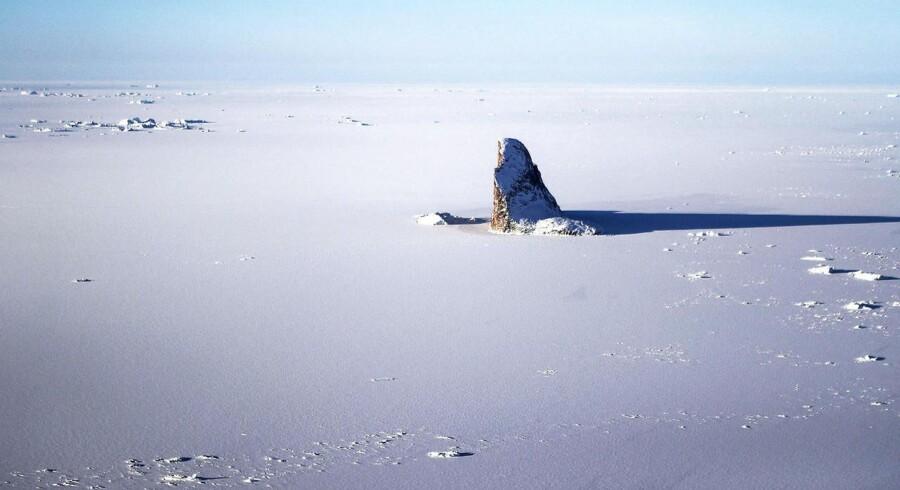 Grønlands indlandsis er op til 3,4 kilometer dyb. Alligevel er der ifølge flere isforskere en reel risiko for, at stort set det hele vil smelte - i løbet af en lang tidshorisont.