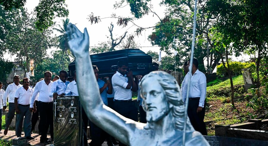 "Relatives carry the coffin of a bomb blast victim during a burial ceremony at a cemetery in Colombo on April 24, 2019, three days after a series of suicide attacks targeting churches and luxury hotels in Sri Lanka. - Sri Lanka's government on April 24 acknowledged ""major"" lapses over its failure to prevent the horrific Easter attacks that killed more than 350 people, despite prior intelligence warnings. (Photo by Jewel SAMAD / AFP)"