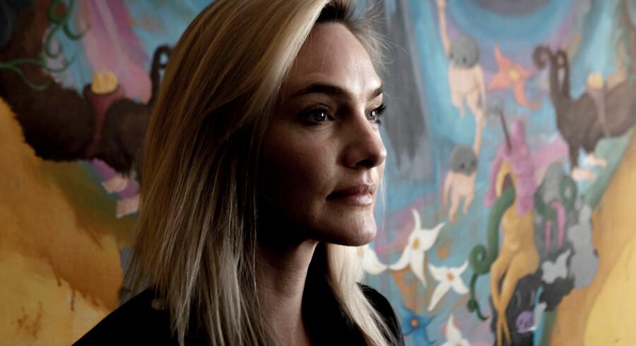 Pernille Caroline Lotus er serieiværksætter og nu partner i nordens største influencerbureau. Hendes opvækst har været turbulent og præget af et alvorligt stofmisbrug, men alligevel har hun placeret sig i toppen af den hurtigt voksende branche.