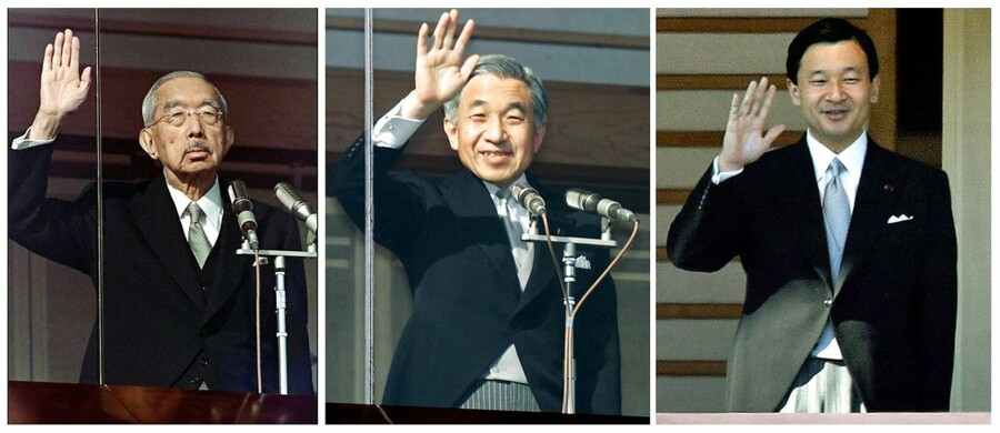 Tre generationer af japanske kejsere, der alle vinker fra det kejserlige palads i Tokyo. Til venstre tidligere kejser Hirohito, der døde i 1989. I midten hans søn og afgående kejser Akihito og til højre nuværende kronprins og – fra i morgen – kejser Naruhito.
