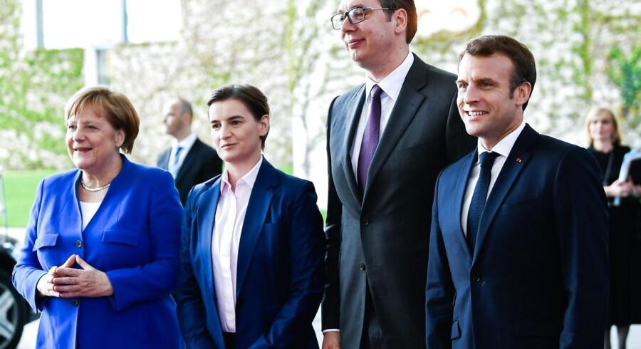 Repræsentanter for EU og store medlemslande har udtrykt, at »tiden ikke er moden« til at optage Serbien og andre Balkanlande. Her ses Tysklands Angela Merkel og franske Emmanuel Macron sammen med Serbiens premierminister Ana Brnabic og præsident Aleksandar Vucic.