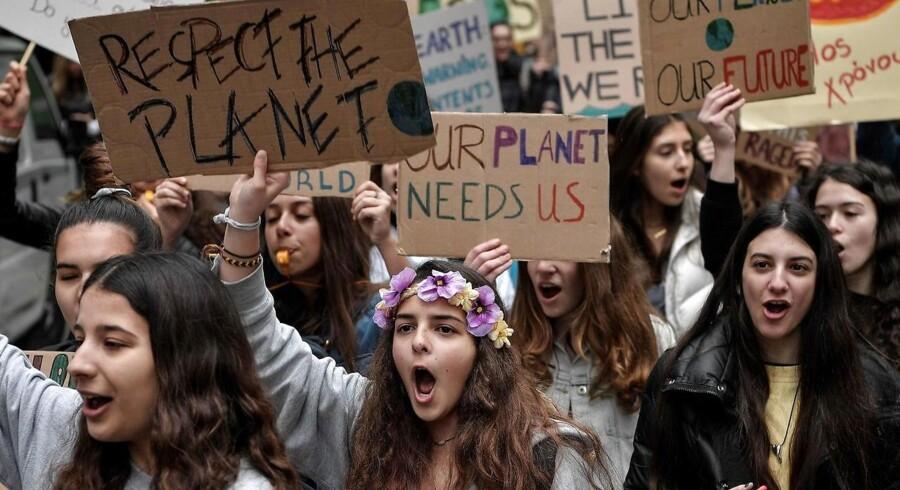 »Den CO2, som vi allerede nu har pumpet ud i atmosfæren, vil medføre cirka en halv grads forsinket opvarmning, som vi ikke kan undgå, selv hvis vi holdt op med at udlede CO2 i morgen.« Foto: Louisa Gouliamaki/AFP/Ritzau Scanpix.