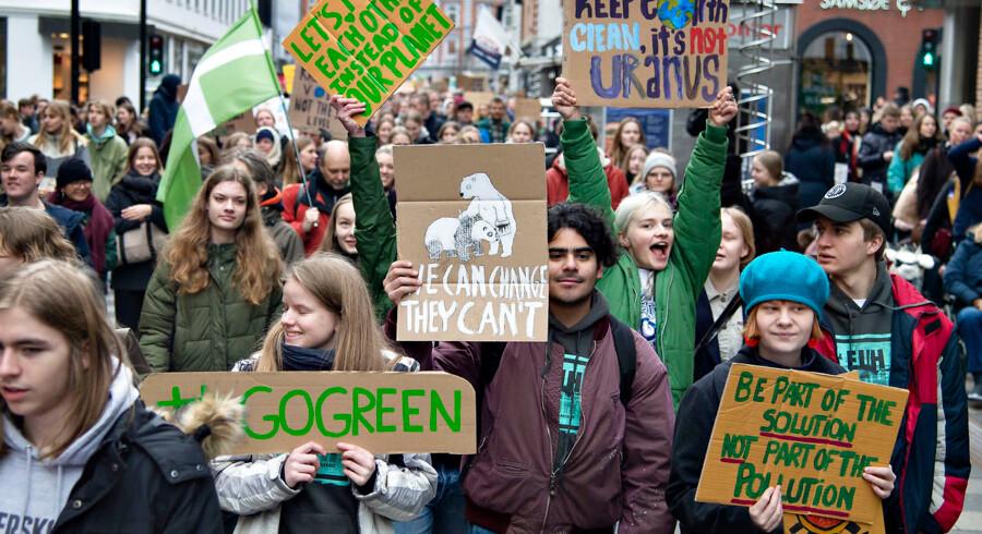 Klima- og miljøbeskyttelse er ubetinget det vigtigste tema for danskerne forud for valget til Europa-Parlamentet. 68 pct. af danskerne angiver »klima« som det vigtigste valg-tema. Her demonstrererer danske skoleelever under en såkaldt klimastrejke 15. marts.