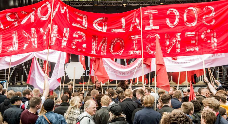 Under Mette Frederiksens tale på den store scene opstod der flere gange tumult mellem de fremmødte ungdomsorganisationer. Særligt DSU (Danmarks Socialdemokratiske Ungdom) og BJMF (Bygge-, Jord- og Miljøarbejdernes Fagforening) var enkelte gange i slagsmål. Foto: Asger Ladefoged