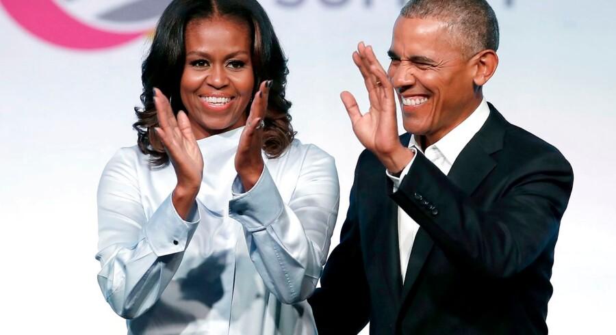 Det tidligere præsidentpar, Michelle og Barack Obama, fotograferet ved Obama Foundation-mødet i Chicago, Illinois, i november 2018. De har stiftet selskabet Higher Ground Productions, der skal producere indhold til Netflix.