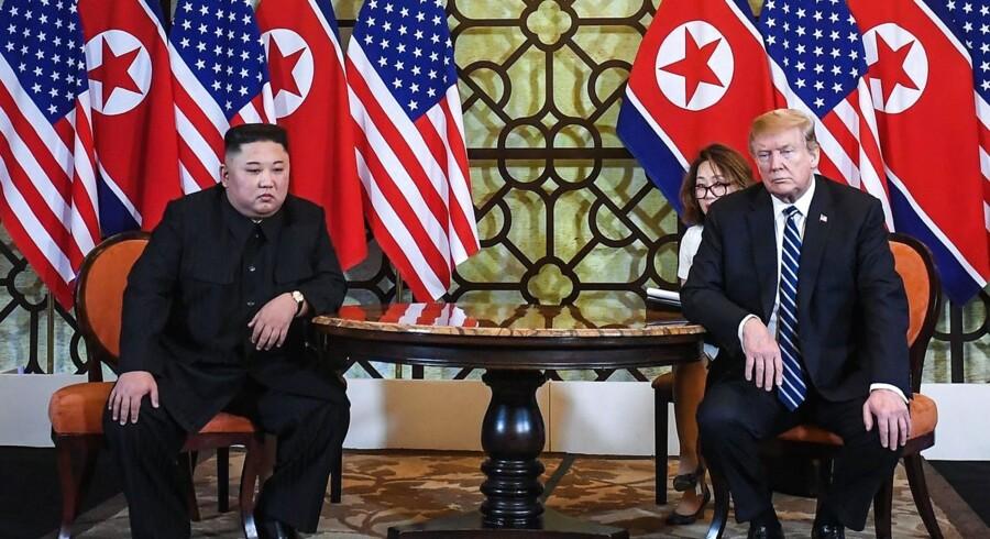 »Jeg er enig med Nordkoreas Kim Jong-un i, at vores personlige forhold fortsat er meget godt, måske ville ordet fortrinligt være endnu mere passende,« tweetede Donald Trump et par uger efter sit fejlslagne møde med Kim Jong-un i Hanoi i februar.